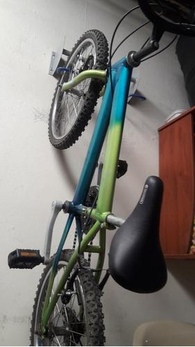 bicicleta obtenida en un rifa solo a estado alzada