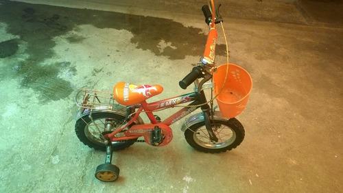 bicicleta pequeña con laterales