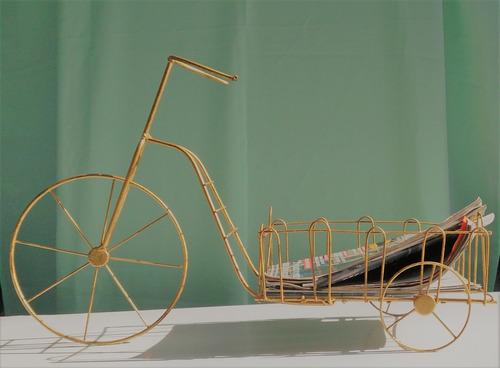 bicicleta porta revista decorativa aramado na cor ouro velho