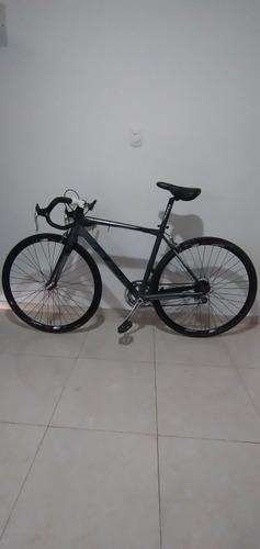 bicicleta ruta. marco de alunminio y tenedor de carbono