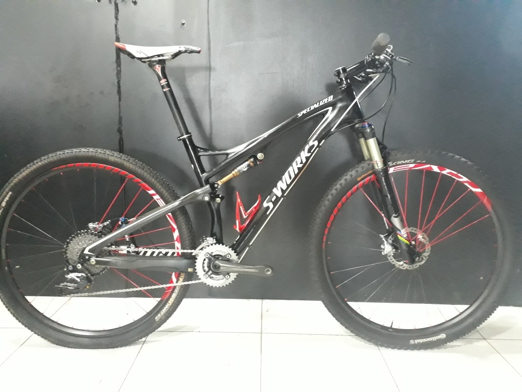 c92832928 bicicleta specialized epic s-works carbono aro 29 tam. 19 l. Carregando  zoom.