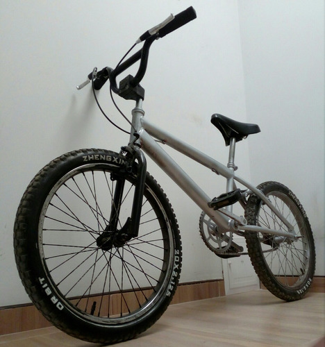 bicicleta  tipo bmx