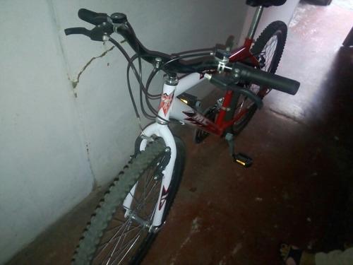 bicicleta todo terreno.