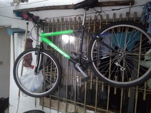 bicicleta todo terreno color verde