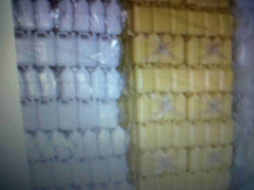 bidon de 5 litros amarillos y blancos bolsones de 21unidades