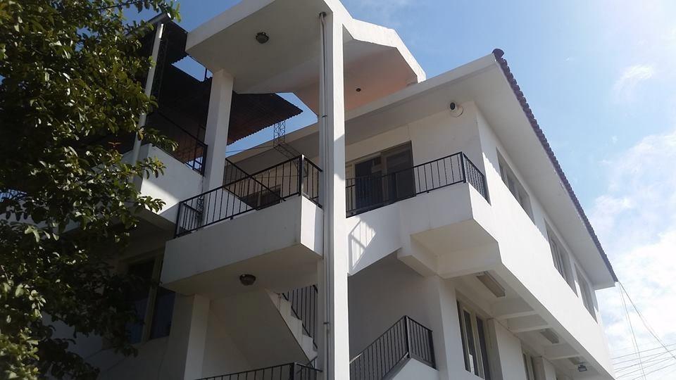 bien construida y hermosa casa amplia de 3 plantas