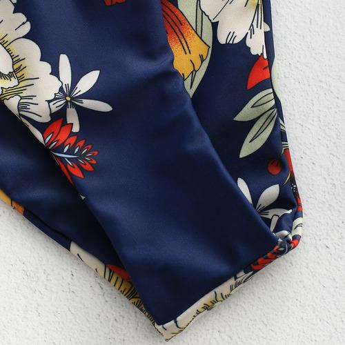 bikini floral con nudo