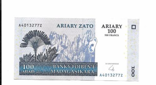 billete de madagascar.  100 ariary 2004