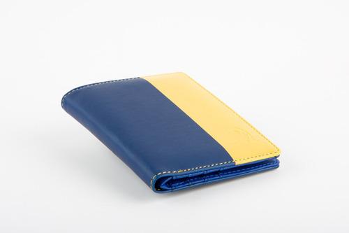 billetera caballero akua avenue azul/amarillo mitad-mitad