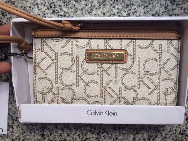 4f984b60a Billetera Calvin Klein Letras De Mujer De Un Compartimiento - $ 950 ...