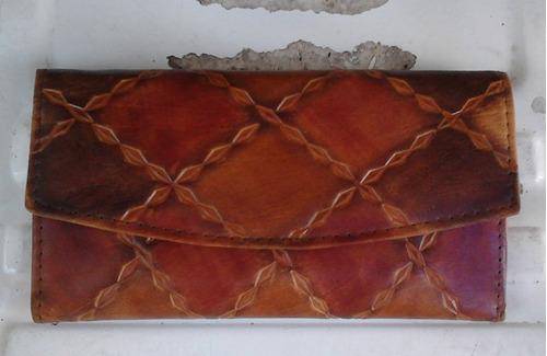 billetera de cuero artesanal cincelada pintada a mano mujer