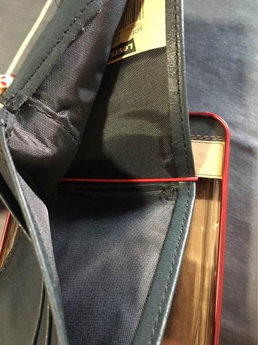 billetera de hombre levi's color negra.