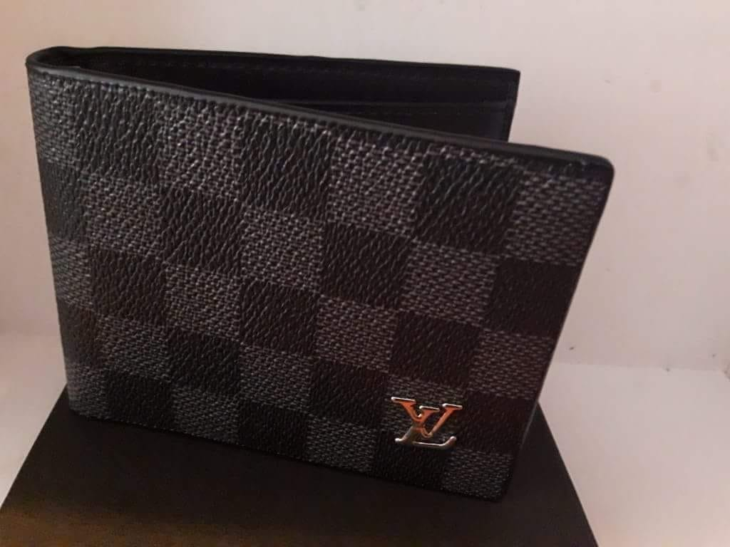 ff500527f77e4 Billetera Louis Vuitton Gris Negra -   75.000 en Mercado Libre