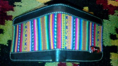 billeteras con motivos peruanos