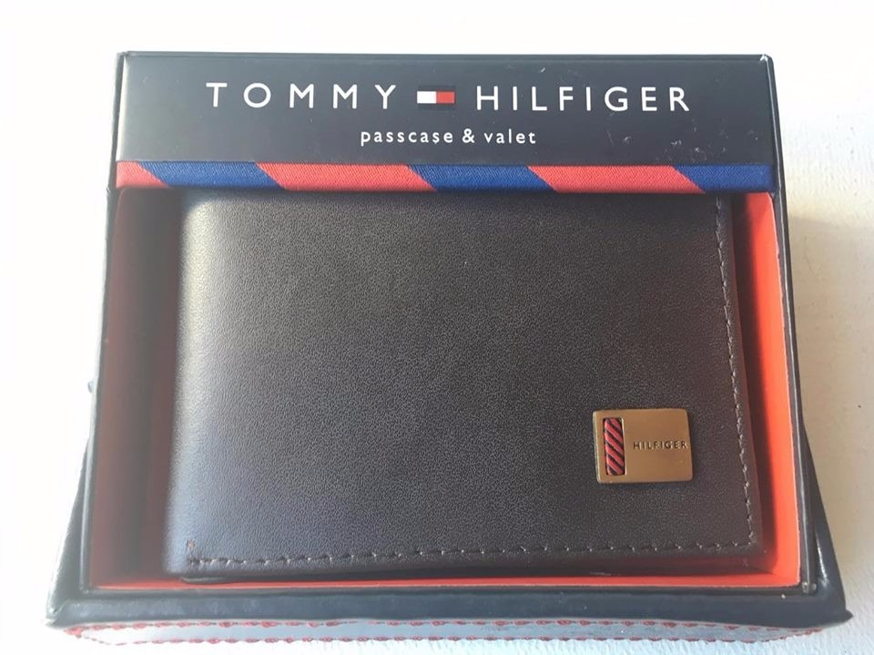 d71e656e11f Billeteras hombre tommy hilfiger negra ahora disponible cargando zoom jpg  960x719 Tommy billeteras de hombre