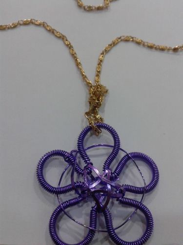 bisuteria (cadena), dige de flor de alambre
