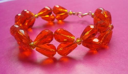 bisuteria. pulcera con gota de cristal en naranja