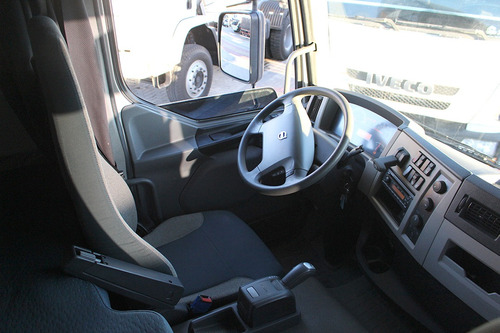 bitruck volvo vm 330 i-shift cabine leito no chassi