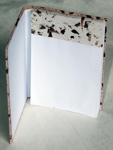 bloco de anotações revestido com papel reciclado