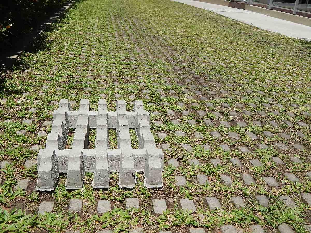 Bloques de cemento para jardin jardin bloques hormign for Jardineras de cemento