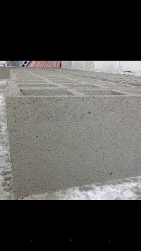 bloques de cemento, arena, cemento y otross