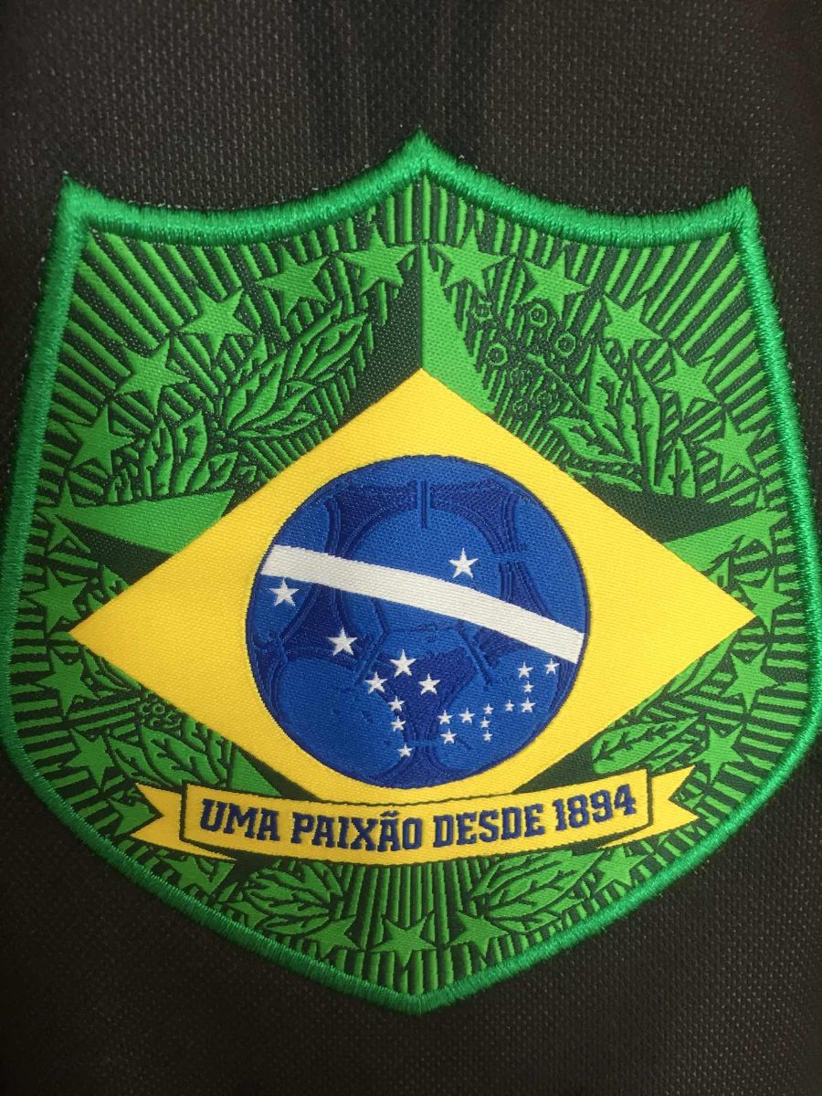 300c7877f80 blusa adidas originals com brasão da república do brasil. Carregando zoom.