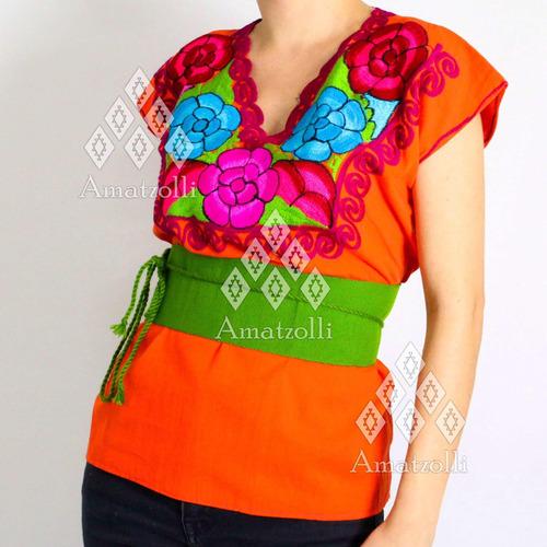 blusa artesanal mexicana con rosas de zinacantán