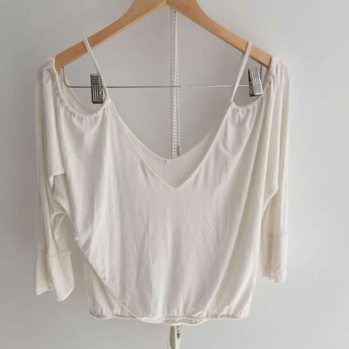 blusa blanca hombros semi descubiertos studio f