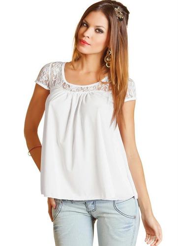 blusa branca com mangas em renda