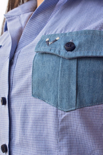 blusa camisera casual con diseño azul mini cuadros con jean
