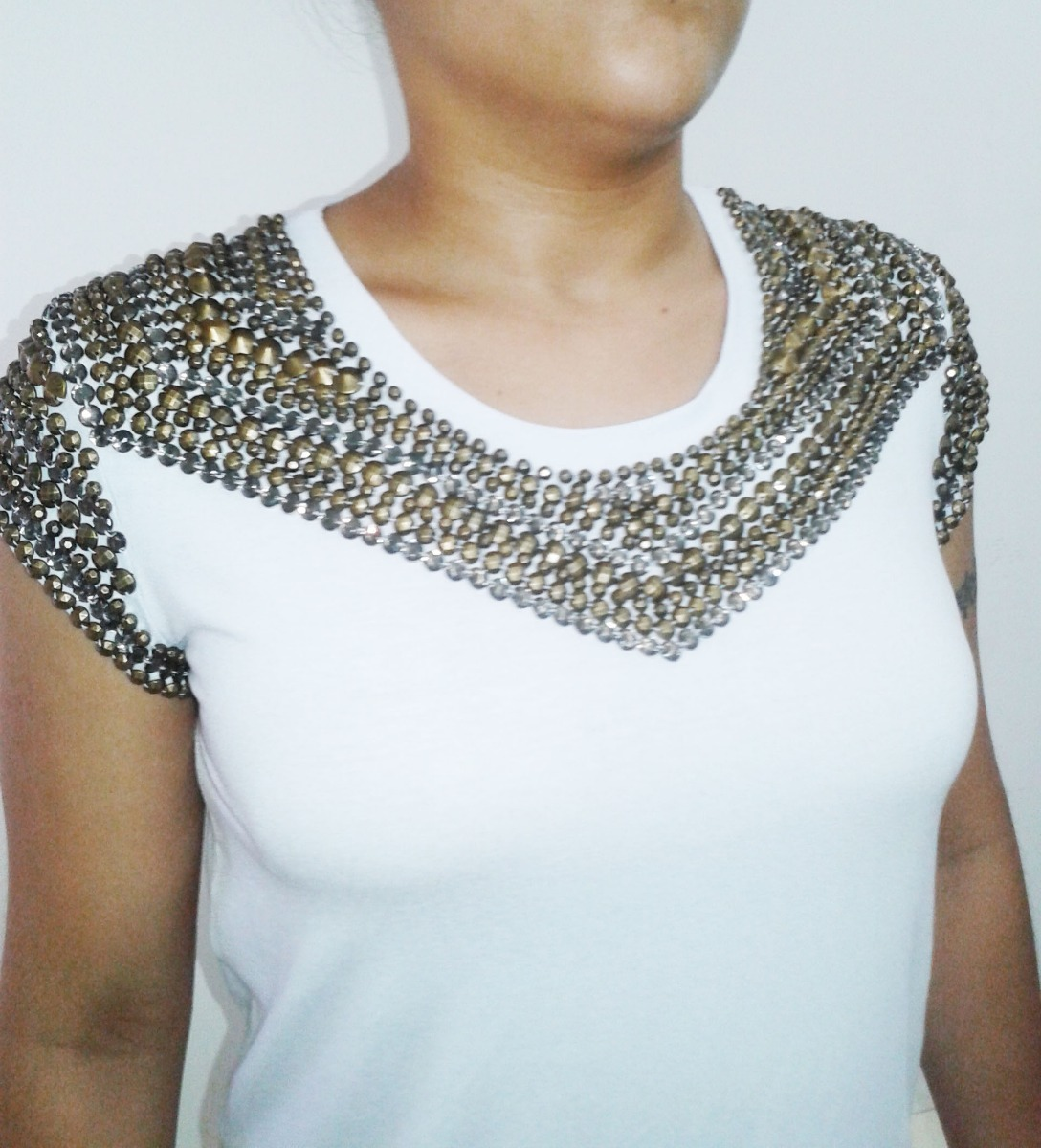 9be36e7a4c3c Blusa Camiseta Feminina Bordada Em Pedrarias Vb38