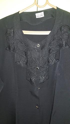blusa dama manga corta escote redondo con bordado delantero