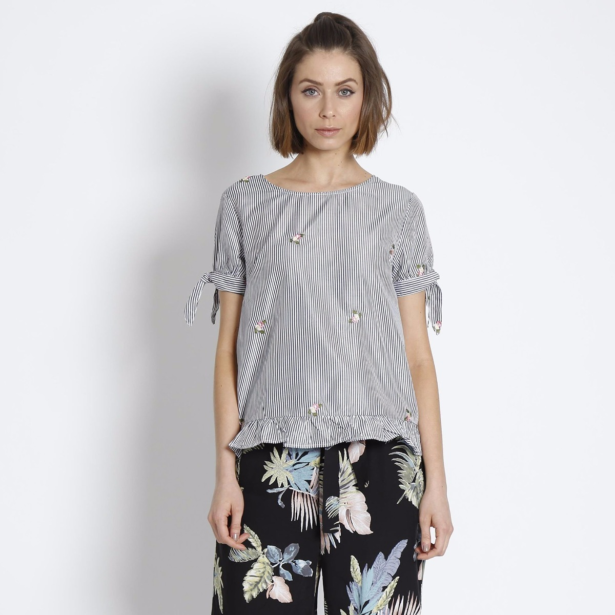 blusa feminina listrada flor florida laço promoção. Carregando zoom. a300fd647d30c