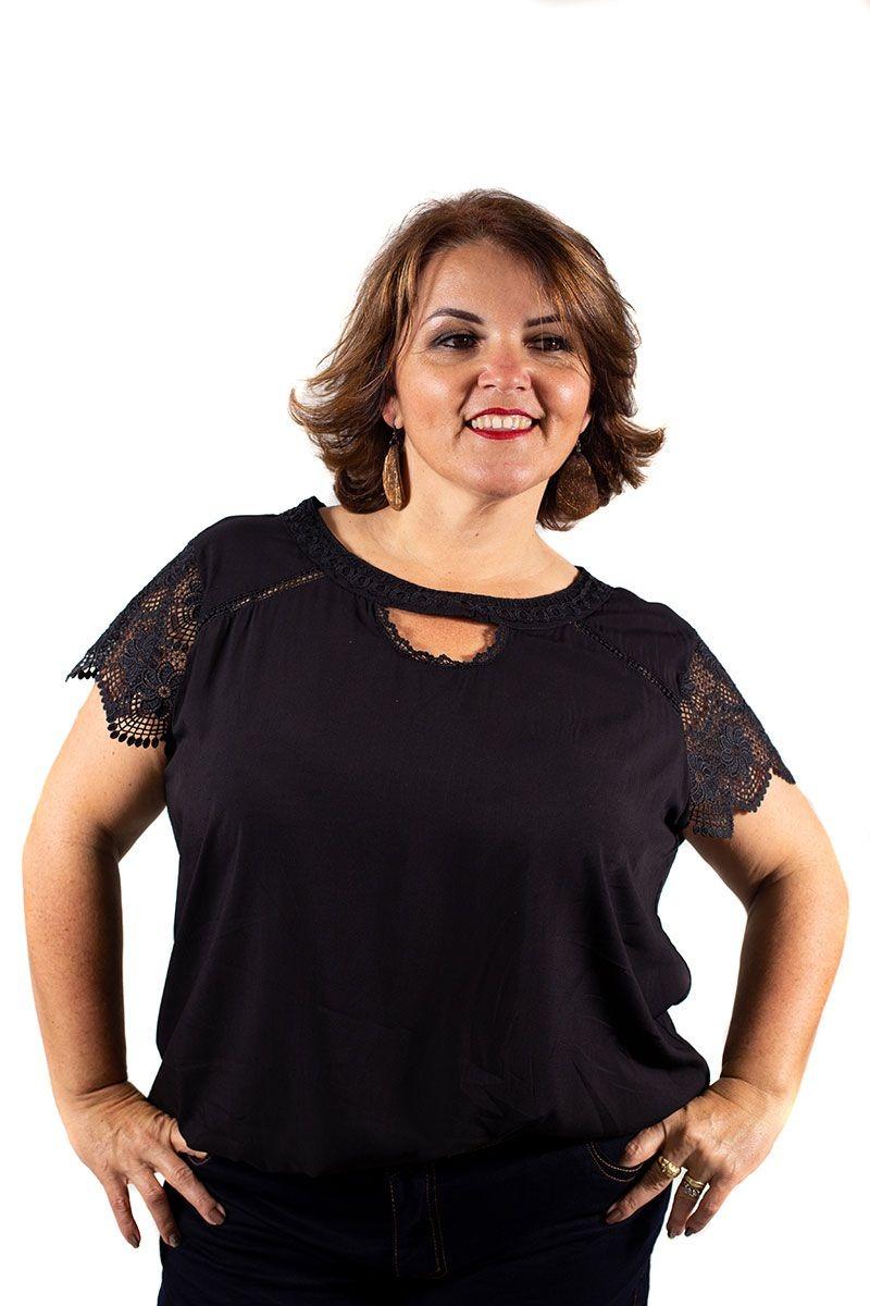 949fd72e21 blusa feminina plus size detalhes e manga de renda preta. Carregando zoom.