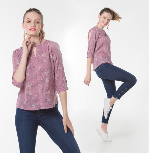 blusa floreada morada