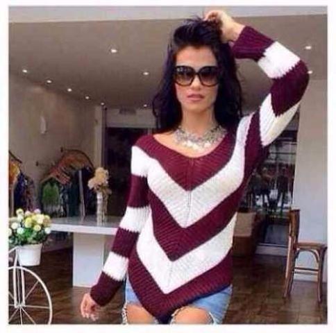 b205069a8 Blusa Listrada Tricot Croche Feminina Em V Moda Momento - R$ 59,90 ...
