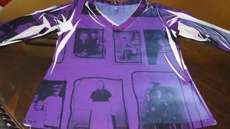 blusa manga 3/4 talle 6 con lycra. color violeta y blanco