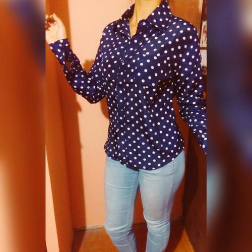 blusa manga larga con lunares de crep, azul y negro