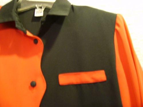 blusa negra con rojo manga larga