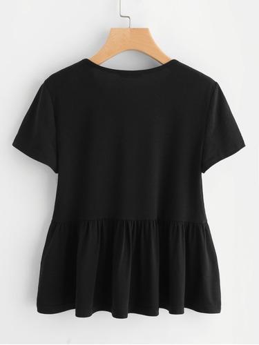 blusa negra con volante y  bordada