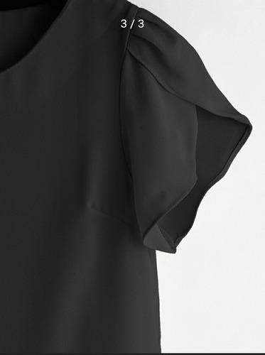 blusa negra de chifón con mangas de tulipán