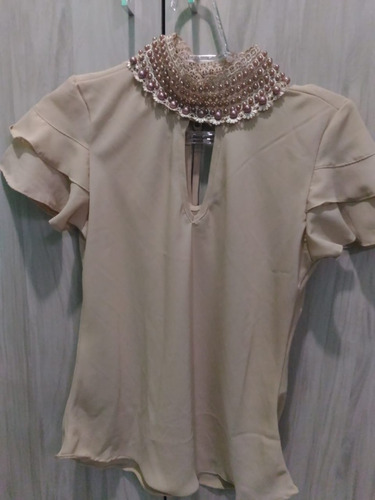 blusa pedraria manga curta