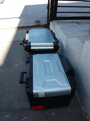 bmw r 1200 gs equipada con maletas, top case, faros, defensa