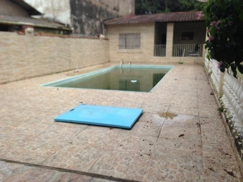 boa casa com piscina no balneário gaivota em itanhaém