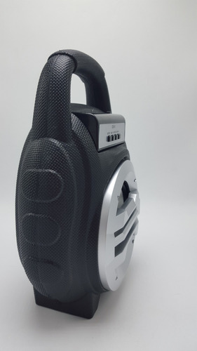 bocina bluetooth con reproductor de radio y luces led