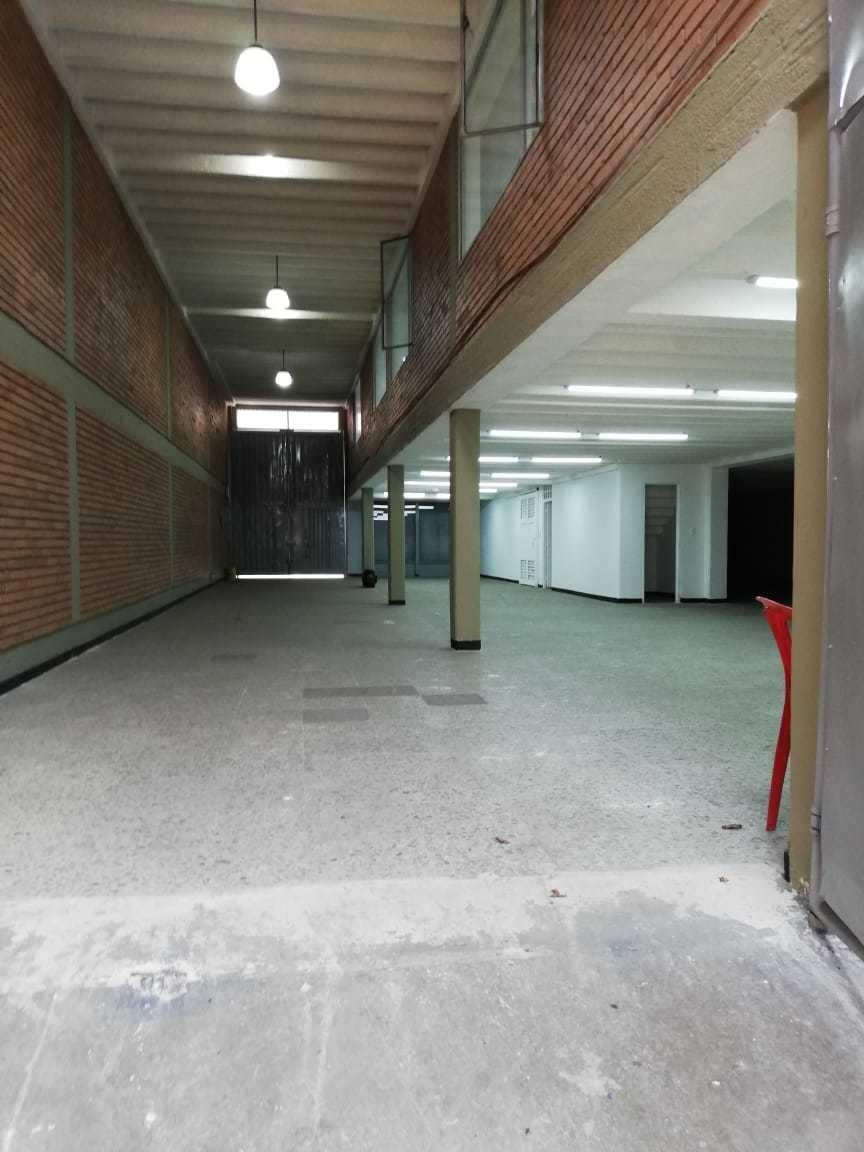 bodega 1500 m2 con 2 locales - paloquemao