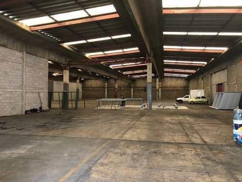 bodega 2400 m2 con oficinas y patio maniobra tlalnepantla