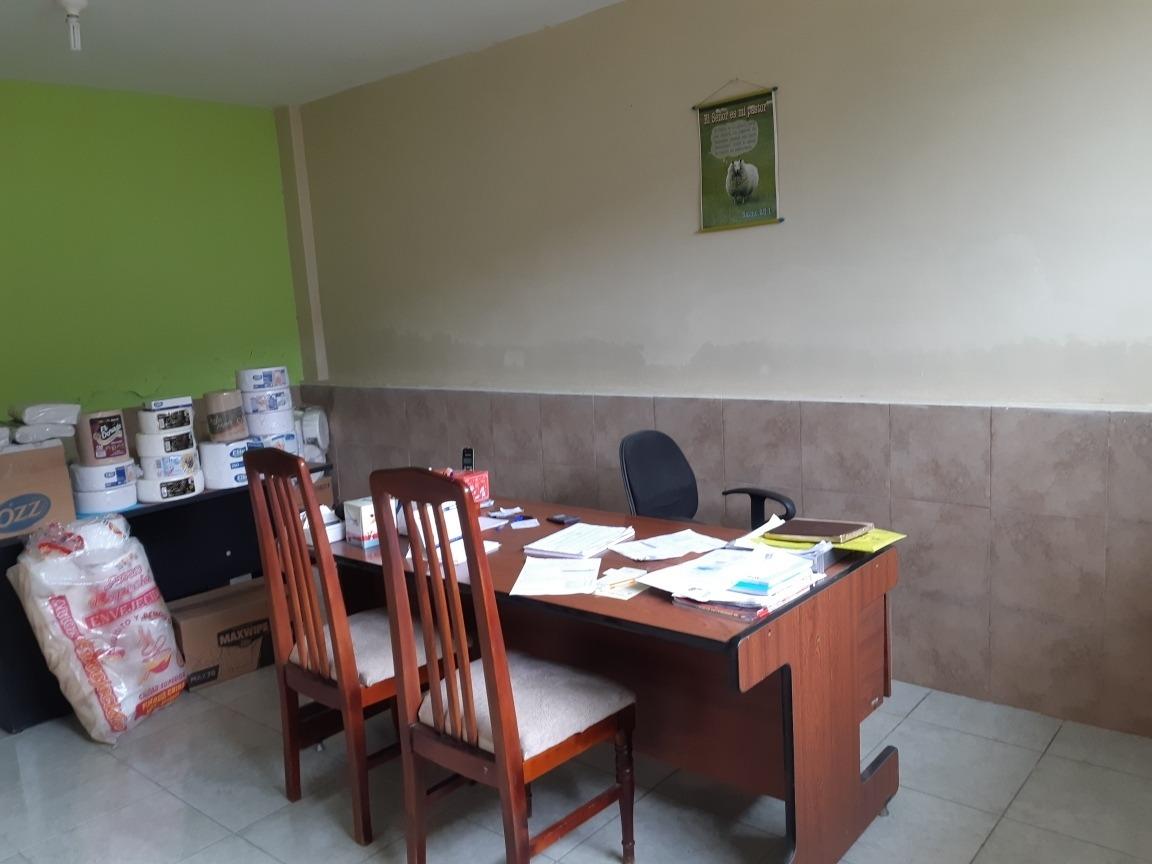 bodega con oficinas y mini departamento