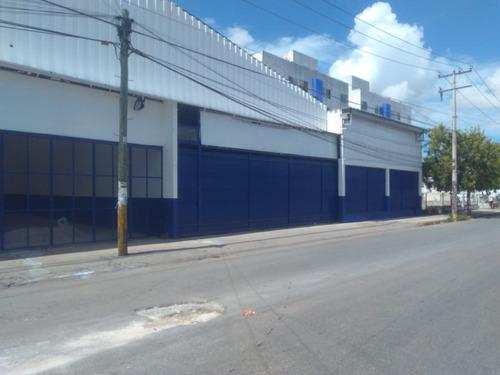 bodega en av. puerto juarez esquina calle 127