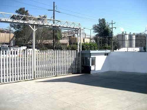 bodega en avenida 1,800 m2 almacén + patio de maniobras + ofnas. zona industrial